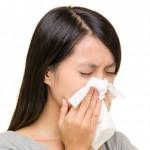 花粉症皮膚炎の対策を取り入れている女性の画像